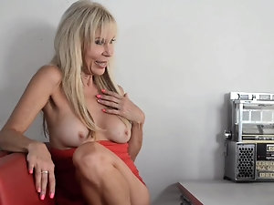 BRITTNEY: Average mature porn