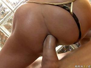 Girl pops booty then masturbates
