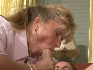 Public mature blowjob порно