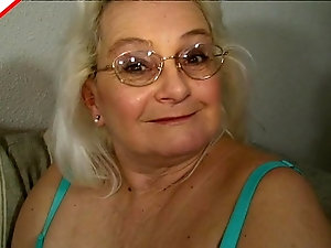 Hairy bbw granny masturbates and gives blowjob