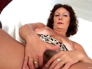 Mature whore saggy tits