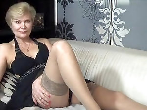 Damn sexy mature blonde on web cam