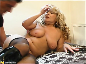 Older women slut in stockings