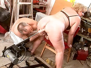 Fat woman on a fucking machine