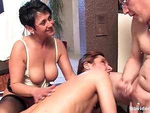 Indian girl having sex video